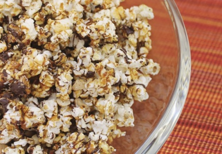 Salty Cashew Caramel Popcorn