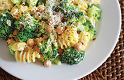Creamy Pasta with Broccoli and Chick Peas