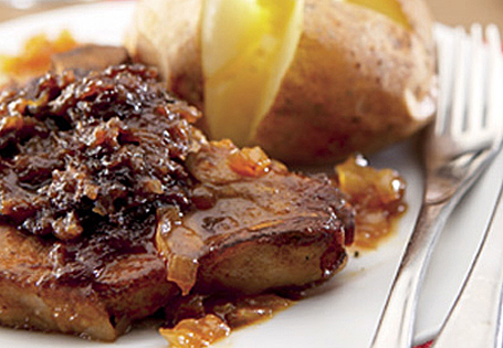 Pan Seared Pork Chops With Apple Chutney