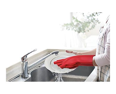 Easy Home Silicone Scrub Gloves Red In Use