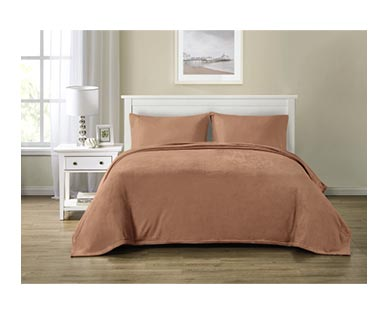 Huntington Home Full/Queen or King Royal Plush Blanket Rose In Use